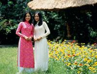 アオザイの女性達