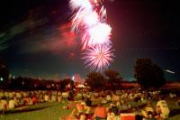 独立記念日の花火 タルーサ 25890001104  写真素材・ストックフォト・画像・イラスト素材 アマナイメージズ