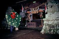 吉保八幡宮 獅子舞 25890001154  写真素材・ストックフォト・画像・イラスト素材 アマナイメージズ