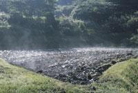 田んぼの代掻き 25890002001  写真素材・ストックフォト・画像・イラスト素材 アマナイメージズ