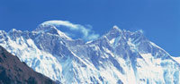 雪煙のエベレストとローツェ