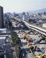阪神大震災 倒壊した阪神高速道 25948000457| 写真素材・ストックフォト・画像・イラスト素材|アマナイメージズ