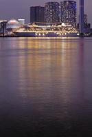 晴海埠頭に停泊中の豪華客船の夜景