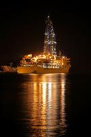 清水港に停泊中の地球深部探査船ちきゅう