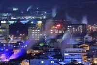湯けむり展望台から鉄輪温泉街の夜景 25977008859| 写真素材・ストックフォト・画像・イラスト素材|アマナイメージズ