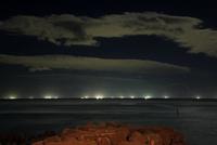沖の漁火 25977009081| 写真素材・ストックフォト・画像・イラスト素材|アマナイメージズ
