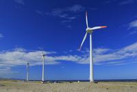 庄内風力発電の風車 25977009092| 写真素材・ストックフォト・画像・イラスト素材|アマナイメージズ