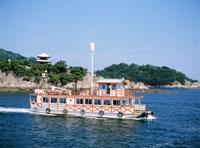 鞆の浦遊覧船 25980000669| 写真素材・ストックフォト・画像・イラスト素材|アマナイメージズ