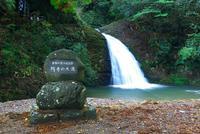 阿寺の七滝 25980003974| 写真素材・ストックフォト・画像・イラスト素材|アマナイメージズ