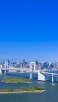 レインボーブリッジと高層ビル群と東京タワー