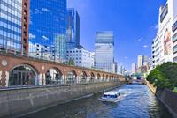 マーチエキュートと神田川 25991003696| 写真素材・ストックフォト・画像・イラスト素材|アマナイメージズ