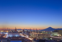 京浜工業地帯と富士山の夜景
