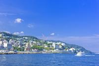 熱海港と温泉街