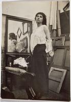 Modele retirant sa blouse dans l'atelier parisien de Bonnard