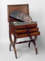 Chevalet, pinceaux, palette de couleurs et table a peinture 26004019265| 写真素材・ストックフォト・画像・イラスト素材|アマナイメージズ