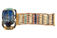Bracelet souple orne d'un scarabee en lapis-lazuli 26004020411| 写真素材・ストックフォト・画像・イラスト素材|アマナイメージズ