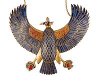 Collier orne d'un pectoral en forme de la deesse vautour Nek 26004020412| 写真素材・ストックフォト・画像・イラスト素材|アマナイメージズ