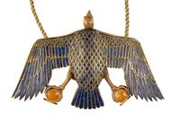 Collier orne d'un pectoral en forme de la deesse vautour Nek 26004020415| 写真素材・ストックフォト・画像・イラスト素材|アマナイメージズ
