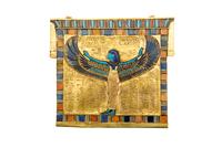 Pectoral orne de la deesse Nout aux ailes eployees en protec
