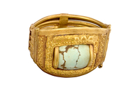 Bracelet articule orne d'un rectangle de pierre verte 26004020515| 写真素材・ストックフォト・画像・イラスト素材|アマナイメージズ