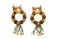 Paire de boucles d'oreille circulaires composites 26004020518| 写真素材・ストックフォト・画像・イラスト素材|アマナイメージズ