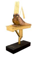Statuette du dieu-faucon Sopidou sur son pavois