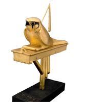 Statuette du faucon divin Gemehsou sur son pavois 26004020532| 写真素材・ストックフォト・画像・イラスト素材|アマナイメージズ