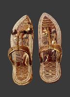 Paire de sandales a decor symbolique des ennemis de l'Egypte 26004020612| 写真素材・ストックフォト・画像・イラスト素材|アマナイメージズ