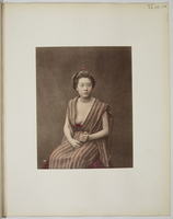 �hViews and costumes of Japan�h, [Jeune femme assise