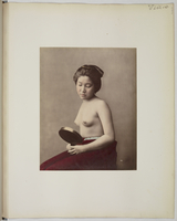 """Views and costumes of Japan"", Jeune femme au miroir, poitrine nue]"