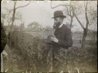 Vuillard tenant son appareil Kodak