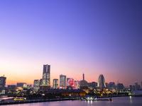 横浜の夕景 26033005282| 写真素材・ストックフォト・画像・イラスト素材|アマナイメージズ