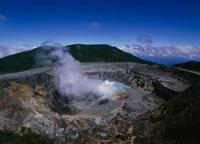 ポアス火山噴火口