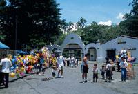 動物園入口 26034001333| 写真素材・ストックフォト・画像・イラスト素材|アマナイメージズ
