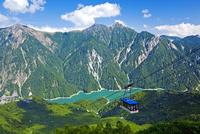 夏の立山ロープウェイと後立山連峰