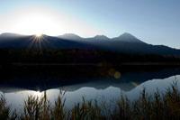 知床五湖日の出 26058003795| 写真素材・ストックフォト・画像・イラスト素材|アマナイメージズ