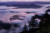 黎明の津別峠 26058006398| 写真素材・ストックフォト・画像・イラスト素材|アマナイメージズ