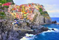 カラフルな岸壁の街 26082000430| 写真素材・ストックフォト・画像・イラスト素材|アマナイメージズ