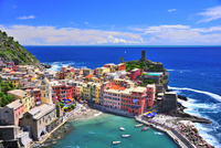 地中海のカラフルな街並 26082000465| 写真素材・ストックフォト・画像・イラスト素材|アマナイメージズ