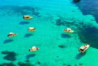 ランペデューザ島の宙に浮く船