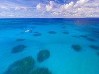 上空からの波照間ブルー 26082000587| 写真素材・ストックフォト・画像・イラスト素材|アマナイメージズ