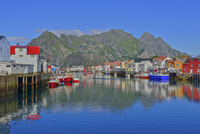 フィヨルドの漁師町 26082000607| 写真素材・ストックフォト・画像・イラスト素材|アマナイメージズ