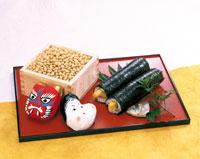 節分の豆と鬼と福の面と巻き寿司