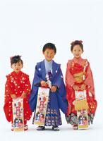 七五三の子供達 26092001184| 写真素材・ストックフォト・画像・イラスト素材|アマナイメージズ