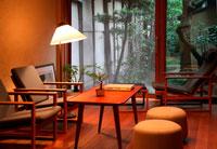 リビングルームと和風の庭 26092010332  写真素材・ストックフォト・画像・イラスト素材 アマナイメージズ