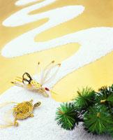 白砂の川と鶴亀 26092010588| 写真素材・ストックフォト・画像・イラスト素材|アマナイメージズ