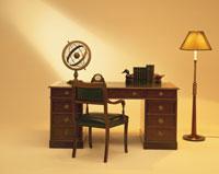 机と椅子 26092012028| 写真素材・ストックフォト・画像・イラスト素材|アマナイメージズ