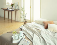 ベッドとドレッサー 26092012112| 写真素材・ストックフォト・画像・イラスト素材|アマナイメージズ