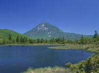 羅臼湖遊歩道より望む羅臼岳と三ノ沼