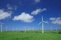 風力発電 26105006480| 写真素材・ストックフォト・画像・イラスト素材|アマナイメージズ